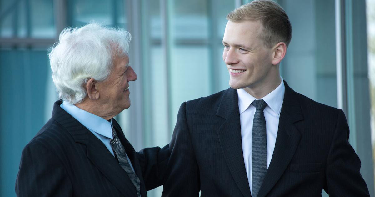 Äldre chefer är bättre på att utveckla medarbetare än yngre kollegor